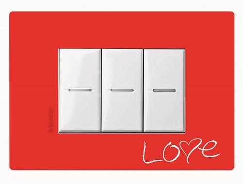 İnce bir dokunuş, BTicino Axolute Air, Axolute Air Mat Beyaz Çerçeve, 14 Şubat Sevgililer Günü'nde evde sevdiklerine sürpriz yapmak isteyenler, Axolute Air serisi ile karşılıyor, 14 Şubat Sevgililer Günü, Aşkın en yalın hali