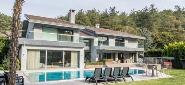 Arda Turan villasını satılığa çıkardı!
