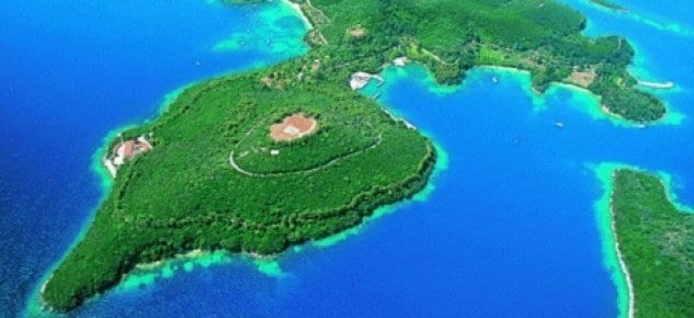 Yunanistan'da veliaht Onassis, Skorpios adasını sattı