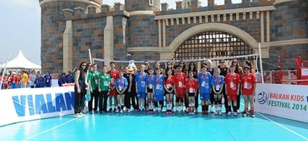Vialand Balkan çocuklarını voleybol turnuvasında buluşturdu