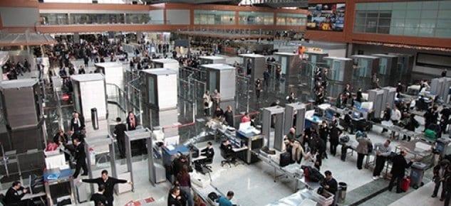 Tatil dönüşü yoğunluğu İstanbul Sabiha Gökçen'e rekor getirdi
