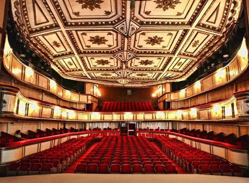 İstanbul'un Tiyatro Salonları